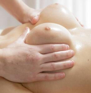 Meu massagista me deixou relaxadinha e cheia de tesão